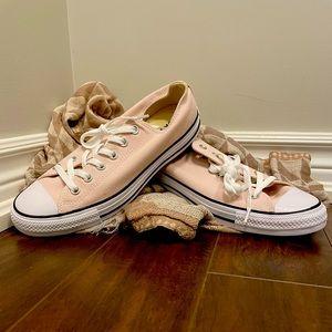 BNIB pink Converse Chuck Taylor size 10 women's